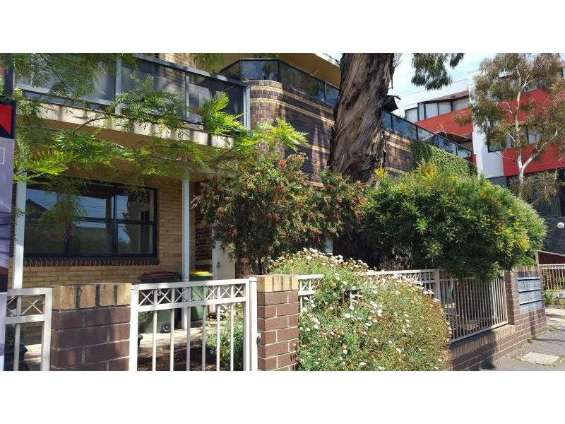 2 / 113-115 Ballarat Road, Footscray