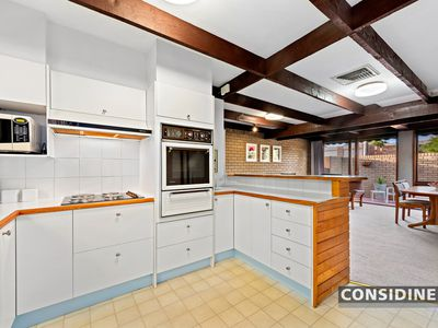 21 Glenscott Crescent, Strathmore Heights