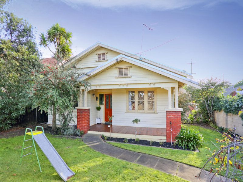 16 Mont Albert Road, Geelong
