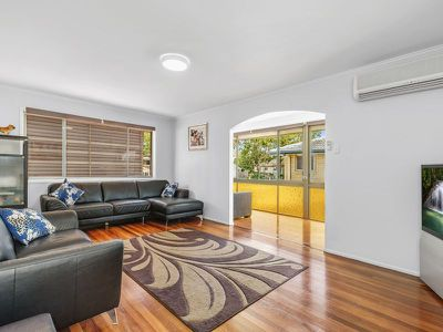 14 Herswell Ave, Wynnum West