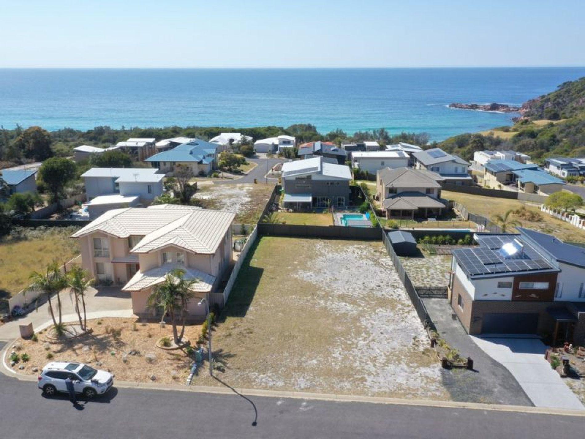 14 Casey Jayne Court, Tura Beach