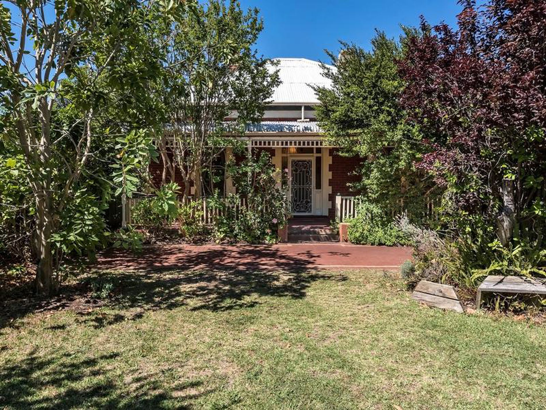 138 Queens Rd, South Guildford