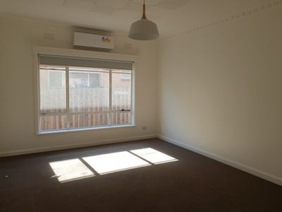 1 / 2 Alexandra Avenue, Sunshine