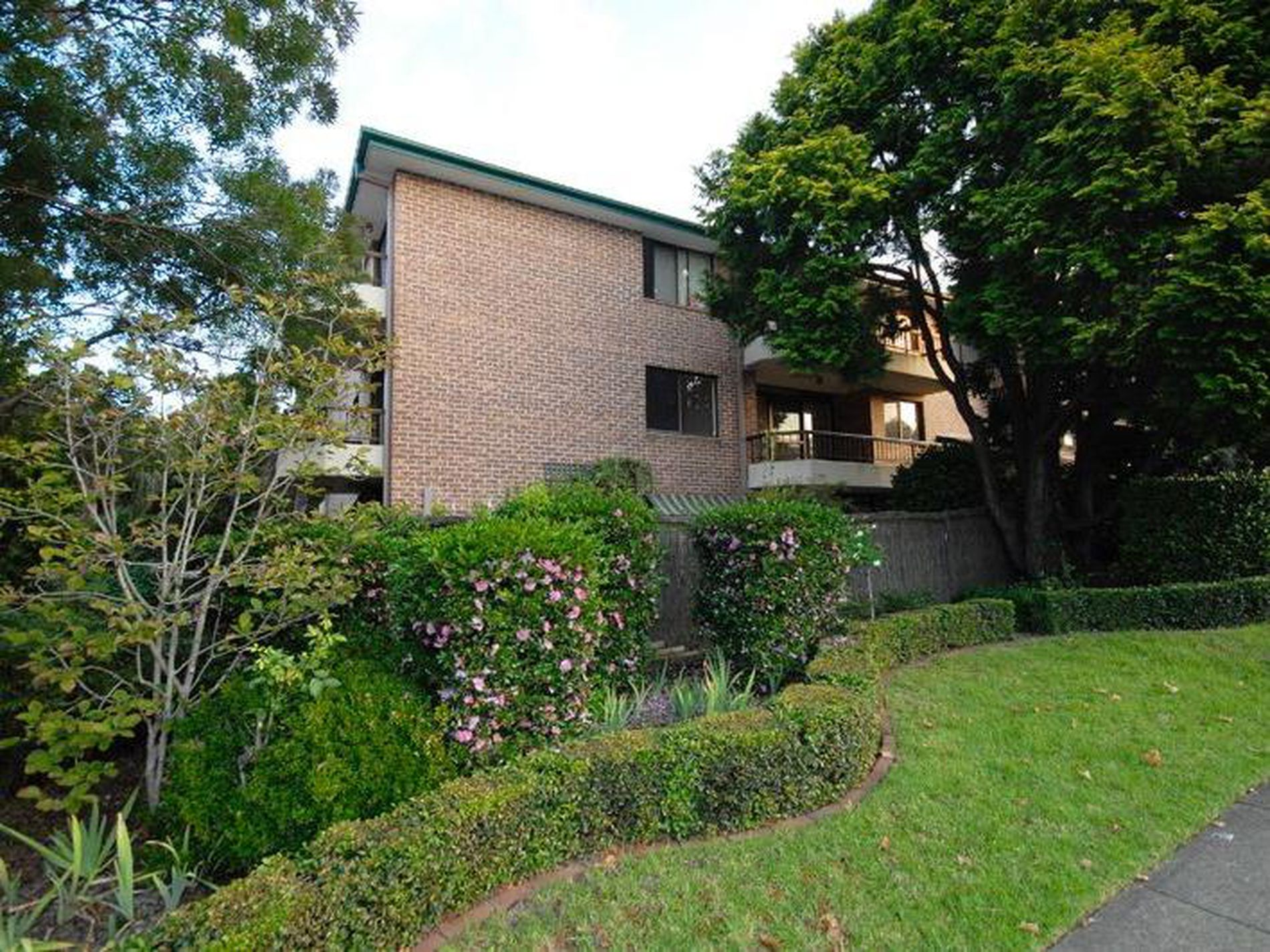 4 / 19-23 Carlingford Road, Epping