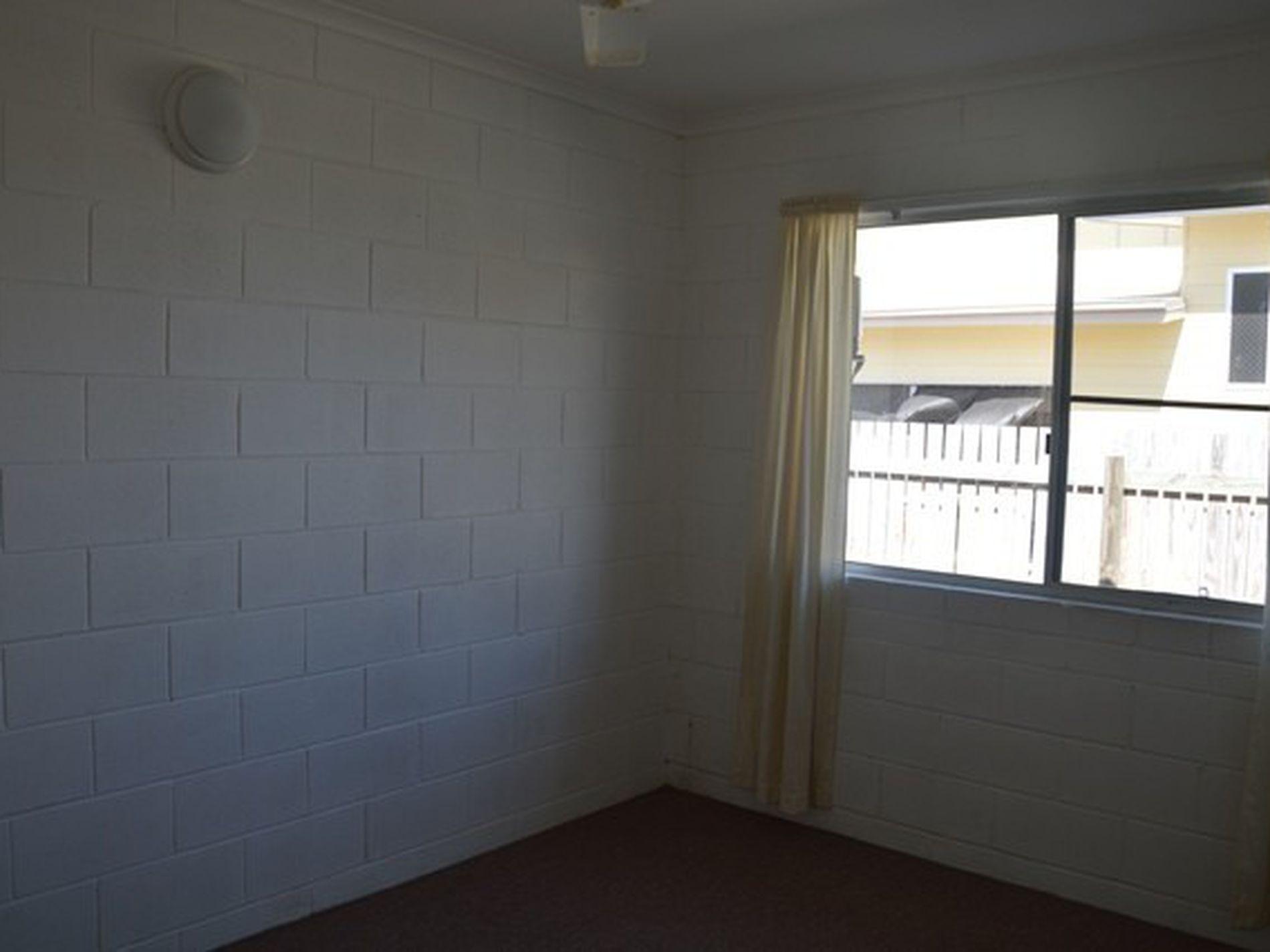 2 / 20 Knobel Street, North Mackay