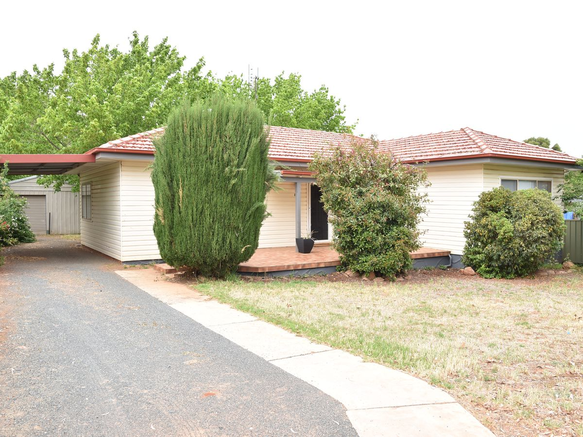 140 Kitchener Road, Temora