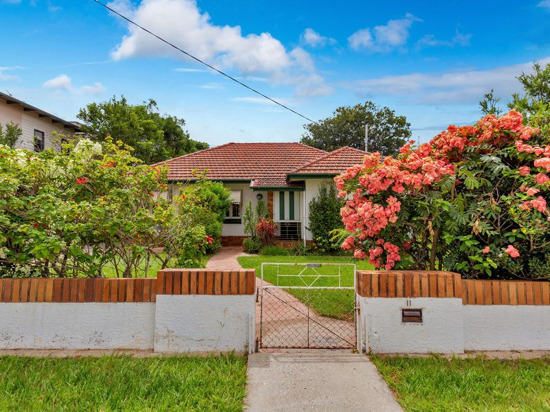 11 ALMA ROAD, Clayfield