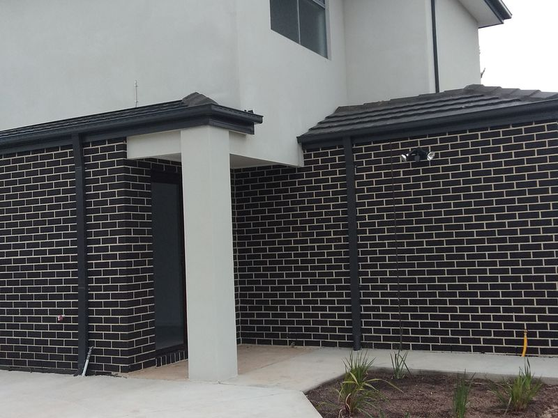 2 / 6 Sunset crescent, Hoppers Crossing