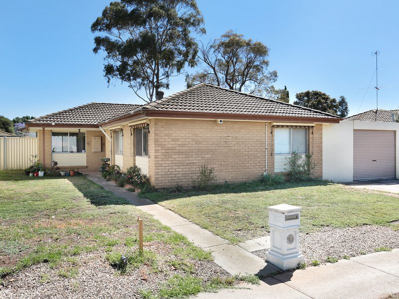81 Loyola Road, Werribee