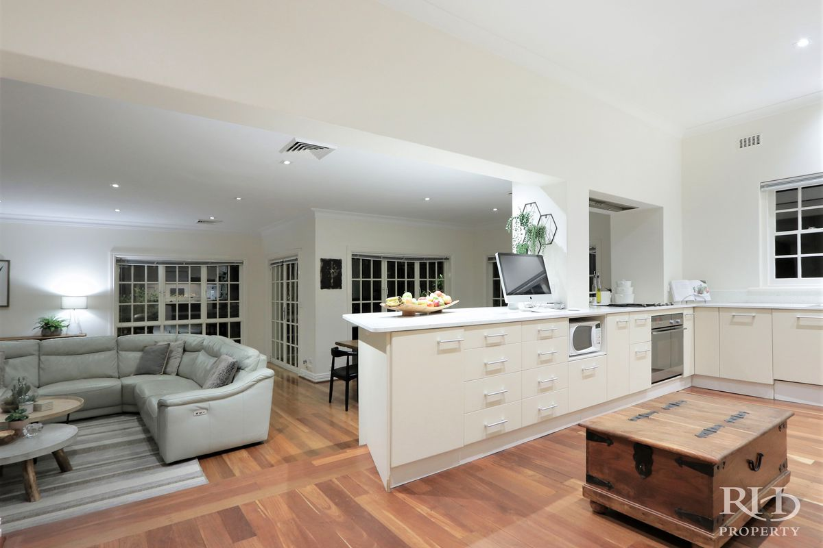 GOLDEN OPPORTUNITY - GORGEOUS CHARACTER HOME ON CHOICE OF PROPOSED 684SQM STREET FRONT LOT - OR HUGE 1410SQM DUPLEX BLOCK