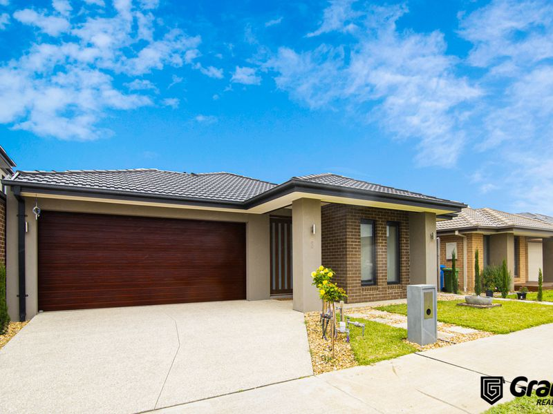 8 Bazadaise Drive, Clyde North