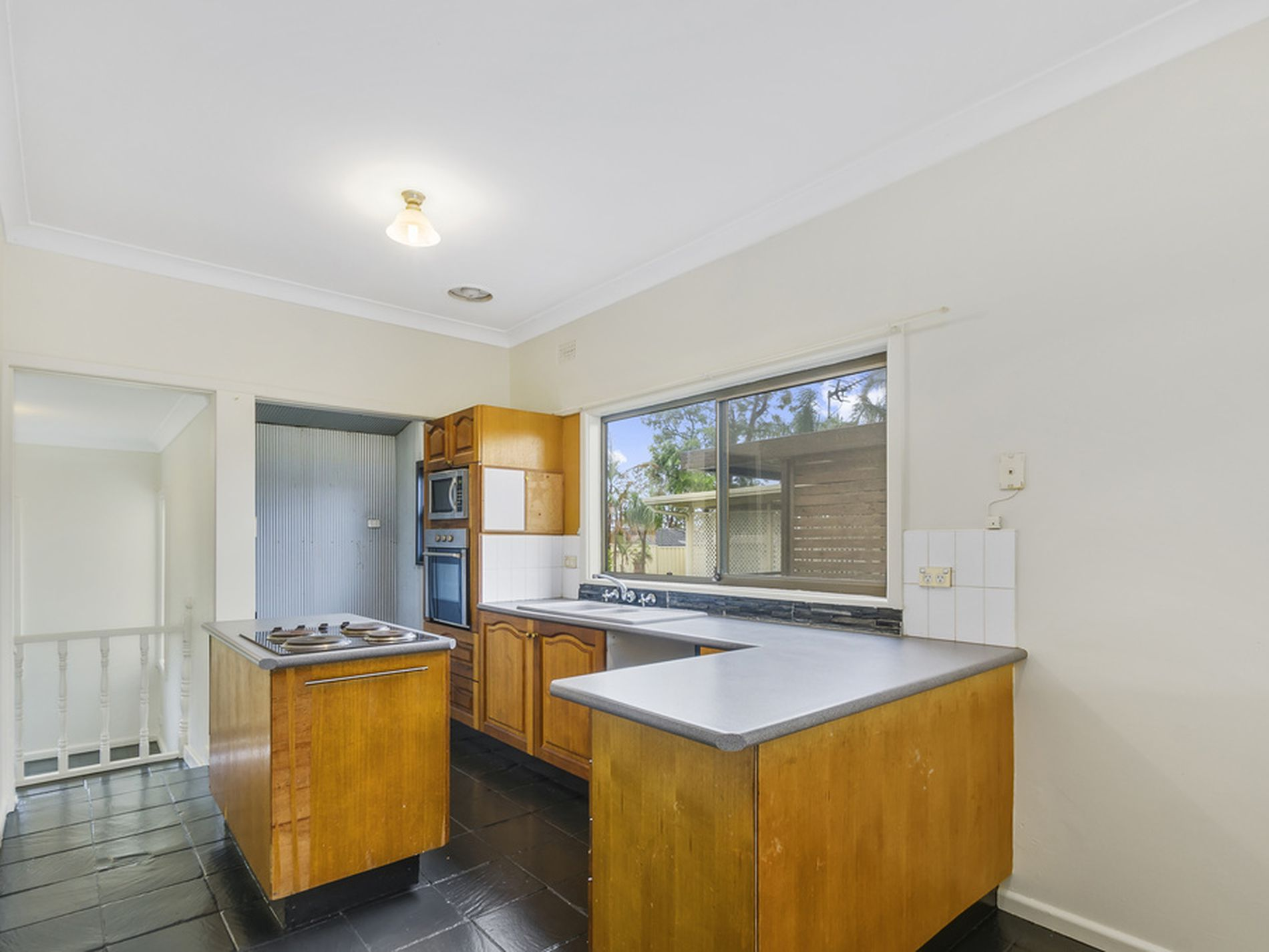 38 Stanley Avenue, Farmborough Heights