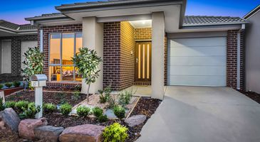 15 Trainers Way , Clyde North