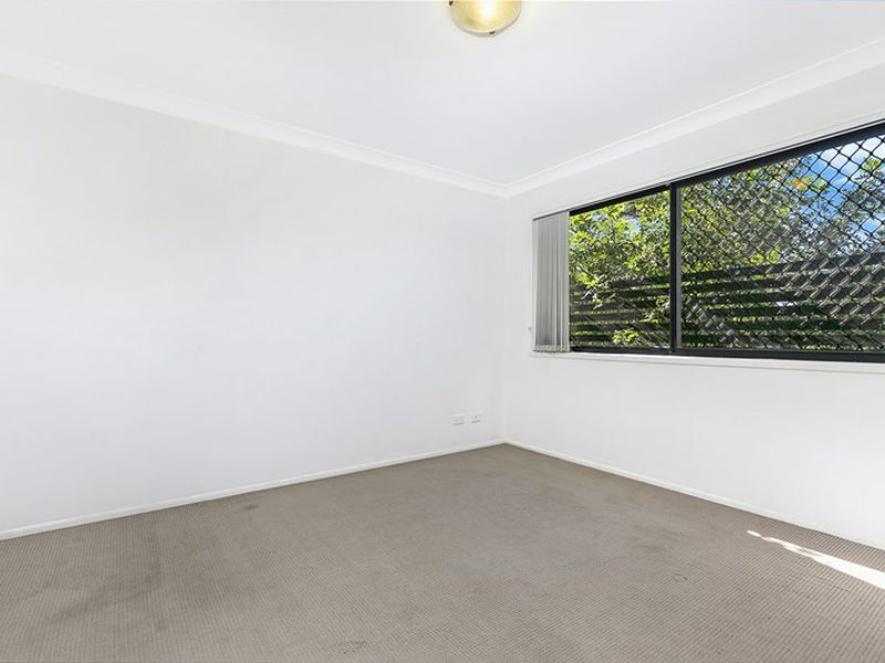 2 / 11 portia street , Kingston