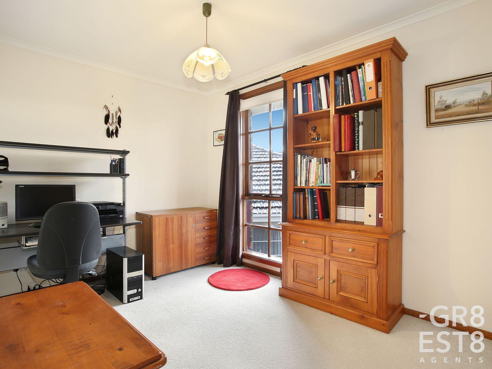 8 Delmont Court, Endeavour Hills